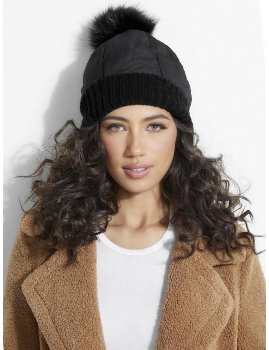GUESS čiapka Padded Pompom Hat čierna