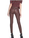 Outlet - GUESS nohavice Joss Coated Skinny Jeans bordové.